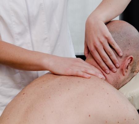 studio-ninfea-massaggio-terapeutico-cervicale